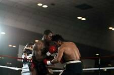Old Boxing Photo Roberto Duran Throws A Left Hook Against Iran Barkley