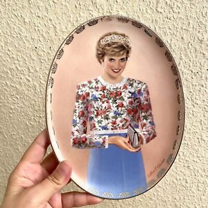 🎁 Porzellan Wand Teller: Prinzessin Diana  22cm Lady Di Queen of Hearts Tiara