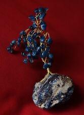 Pierres semi précieuses: bloc et arbre en lapis lazulli, (?) objet de vitrine