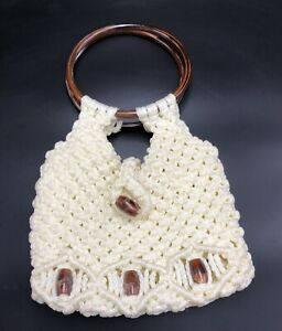 Vintage Hand Crocheted Cream Hand Bag/Purse With Bakelite Handles And Beads