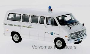 "wonderful modelcar DODGE SPORTSMAN ""SAN DIEGO POLICE AMBULANCE"" 1970 - 1/43"