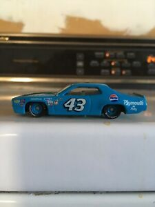 1:64 Scale Richard Petty 1972 Plymouth Roadrunner Pair Of Cars