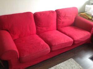 klippan sofa 3sitzer rot.tadelloser Zustand ... müsste abgeholt werden😜