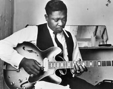 BB King Unsigned 8x10 Photo (A)