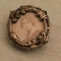 Broche porte-photo fin 19e en métal argenté de style Régence