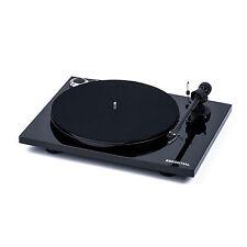 Pro-Ject Plattenspieler Essential III Hochglanz Schwarz + Ortofon OM10 + Haube