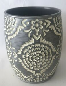 Cylindrical Ornate White/Grey Pottery Trash Can C1