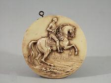 MEDAILLON EQUESTRE, ancien, bakélite,11 cm, Pierre le Grand  à cheval ?