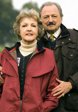 Penelope Keith & Peter Bowles 10 x 8 UNSIGNED photo - P1182 - To the Manor Born