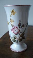 Grand vase porcelaine signé peint main fleurs insecte Gien?