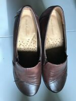 Hush Puppies Womens Brown Leather Slip On Shoes Size 8.5 M