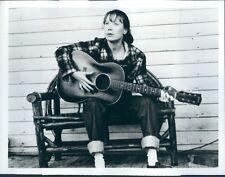 Sissy Spacek Loretta Lynn Playing Guitar Coal Miner's Daughter Press Photo