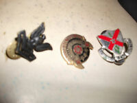 Lot of 3 USA Military metal Badges,clutch fasteners.