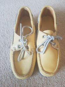 Ladies Sebago deck Shoes size 5.5. Dockside.goldenrod.yellow leather . One shoe