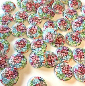 10 x 18mm white, bright retro swirl pattern wooden buttons
