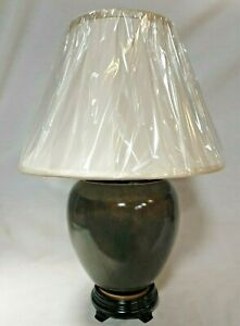 Beautiful lamp complete with silk shade  (909603)