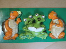 Vtg 70s Burwood Frogs Singing Turtles Watching Molded Plastic Wall Decor Hanging