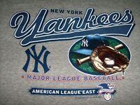 New York Yankees Mens Large T-Shirt major League Baseball Grey Short Sleeve Mitt