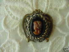 (C-526) Lady tan CAMEO glass vintage brass pin brooch jewelry Wow