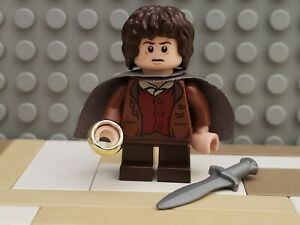 LEGO Frodo Baggins Minifigure w/ Cape - Lord Rings - Shelob Attacks Set 9470