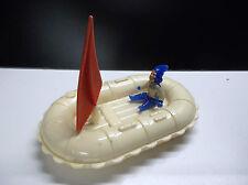 Ancien jouet en plastique bateau
