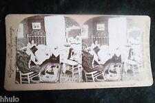 STA712 Scène de genre Femme lit albumen STEREO Photo stereoview 1900