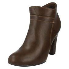 Calzado de mujer Botines color principal marrón Talla 39