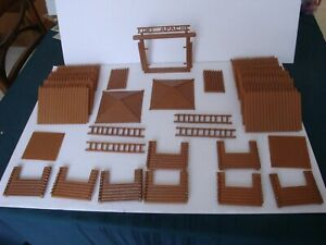 Marx Fort Apache / Complete Early 1950's Plastic Stockade w/ 6 Pc Blockhouses