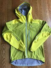 Mens Arcteryx Alpha FL Jacket in Venom & Yellow - Size Medium