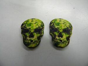 boutons  neuf mercerie BOIS couleur vert NOIR 2.3X3CM tete de mort T46REF25