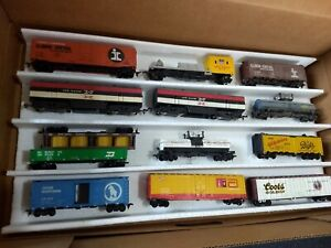 Lot of 26 HO scale freight cars, used, various road names and manufacturers