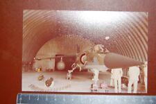 AVIATION,PHOTO  Mirage 2000 dans son hangar avec son armement