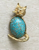 Vintage  Cat brooch gold tone with stone