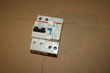 1 disjoncteur différentiel ABB 6 A  Ampéres 30 mA 2P S242