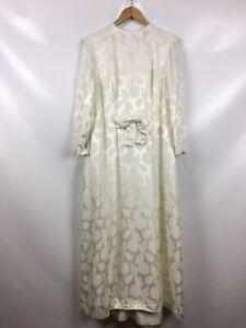 Sehr hübsches Brautkleid, Kleid, mit schöner stickerei und Schleife, extravagant