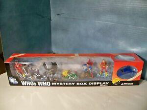 DC Comics Who's Who Mini Scenes Retail Promo Display + Series 2 Batman Figure