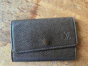 Louis Vuitton Taiga 6 Key Case
