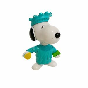 """Snoopy Statue Of Liberty USA Peanuts Vintage 2001 3"""" Toy Figure"""