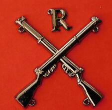 """MARKSMAN BADGE CROSSED LEE ENFIELD .303 RIFLES WITH LETTER ""R"" BLACK METAL"