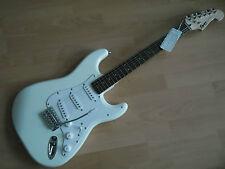 SQUIER  FENDER Stratocaster ARW ARTIC WHITE, chitarra elettrica Nuova!