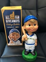 2016 Milwaukee Brewers Vintage Bobble SGA - Bobblehead