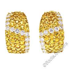 Excelente 18ct Oro Amarillo 6.66ct diamante y Zafiro Ancho Huggie Puño Omega