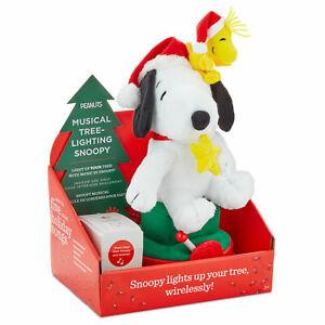 Hallmark Peanuts Snoopy Musical Christmas Tree-Lighting Plush New