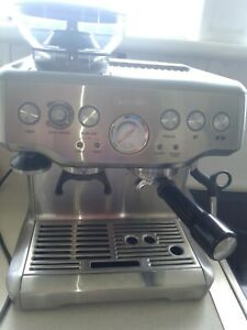 Breville BES870 Barista Express coffee machine - makes Amazing coffee Qld seller
