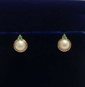 Fine Cultured Pearl and Emerald Stud Earrings- 750 (18ct) Gold- 9.5mm x 7.6mm