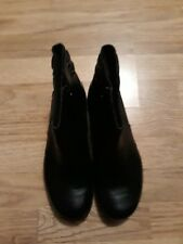 ladies clarks new never been worn black ankle boot size7 zip up flat own box
