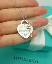 Return to Tiffany & Co. Heart tag and Key Pendant 16 Inches Necklace in Silver