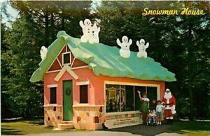NH, Jefferson, New Hampshire, Santa's Village, Snowman House Christmas Carolers