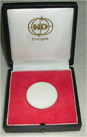 Ehrengabe Neues Deutschland Medaille aus Meissner Porzellan in OVP  (da3137)