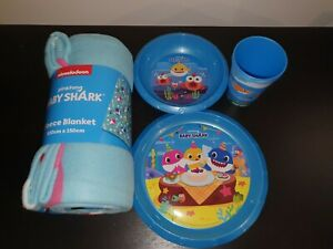 Baby Shark Bundle - Fleece Blanket, Plate, Bowl, & 2x Cups - Kids Dinner Set